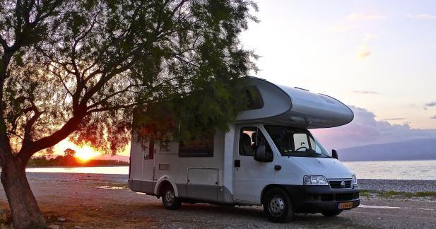 Camping-car ou caravane : quels équipements choisir pour des vacances en famille ?