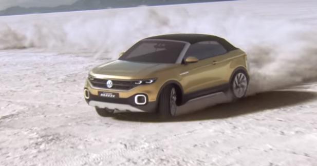 Le Volkswagen T-Cross Breeze s'amuse sur le sable