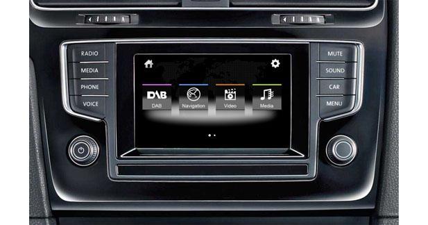Dynavin ajoute la navigation à certains autoradios VW, Seat et Skoda