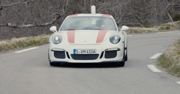 La Porsche 911 R en liberté sur une route du Tour de France automobile