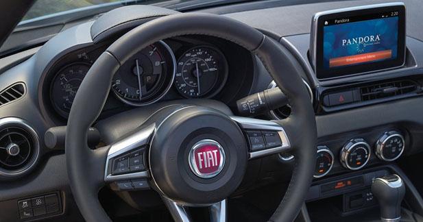 La Fiat 124 Spider bénéficiera d'un système multimédia et hi-fi en option