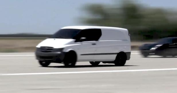 Un van électrique fait mordre la poussière à une Ferrari et une Tesla