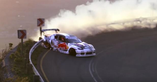 Il dévale une route de montagne en drift avec une Mazda RX-8 de 1 000 ch