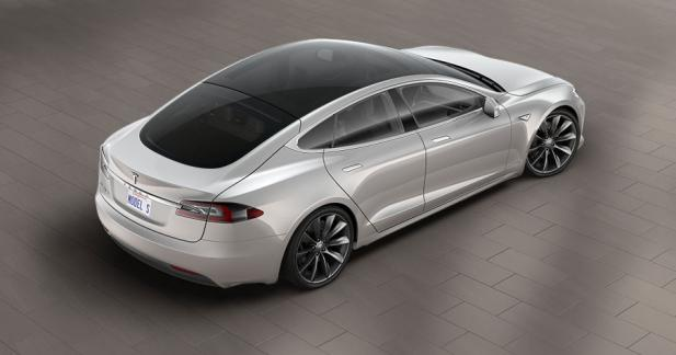 la tesla model s s 39 offre un toit panoramique en verre. Black Bedroom Furniture Sets. Home Design Ideas