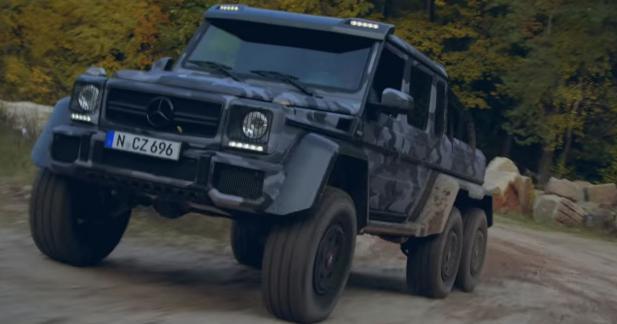 Les Mercedes G 63 6x6 et G 500 4x4² s'amusent dans un grand bac à sable