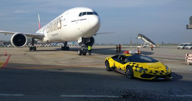 La Lamborghini Huracan joue les voitures pilote à Bologne