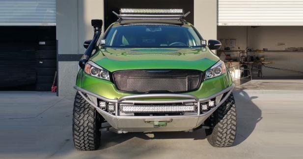Un Kia Sorento paré pour le rallye-raid au SEMA Show