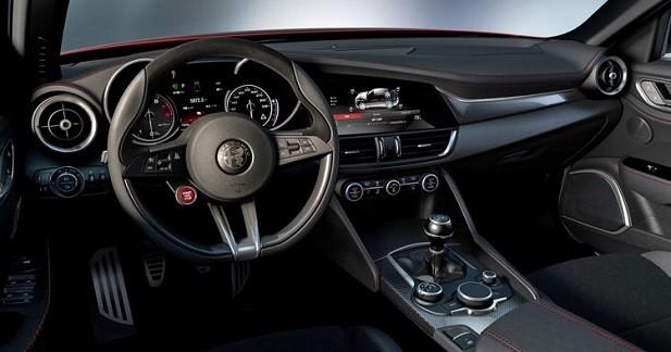 L'habitacle de l'Alfa Romeo Giulia en fuite