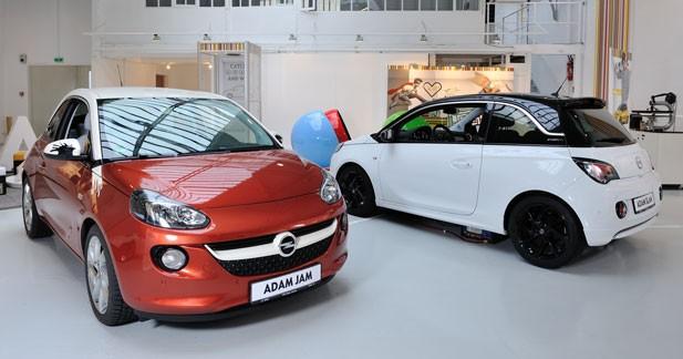 L'Opel Adam s'affiche dans une galerie d'art parisienne