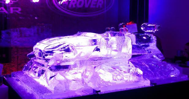 Jaguar taille une F-Type dans la glace, enfin presque...
