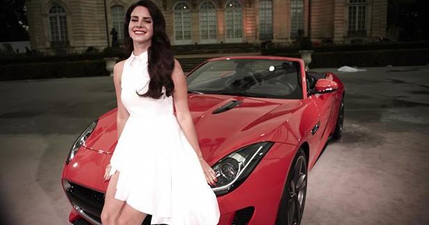 Lana Del Rey chante son désir pour Jaguar