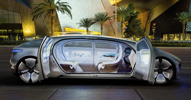 Mercedes F 015Luxury in Motion : jusqu'où pourrait aller la voiture autonome