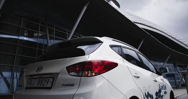 Le Hyundai ix35 à hydrogène testé par des responsables de l'Union Européenne