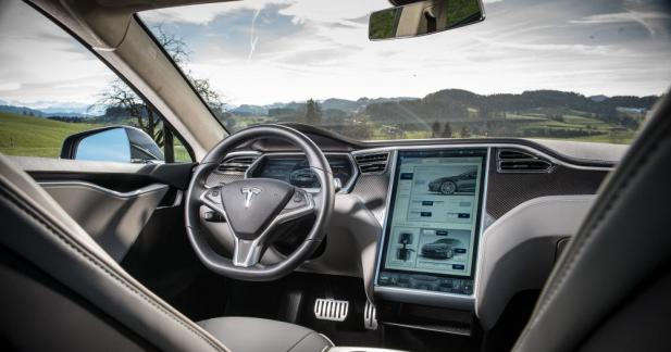 Le patron de BMW critique ouvertement Tesla pour son Autopilot