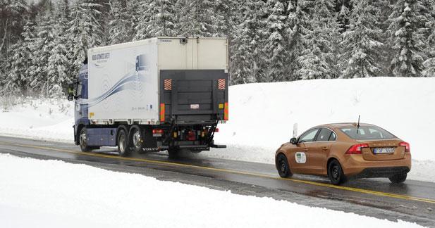 Volvo fait rouler ses premiers véhicules en convoi automatisé