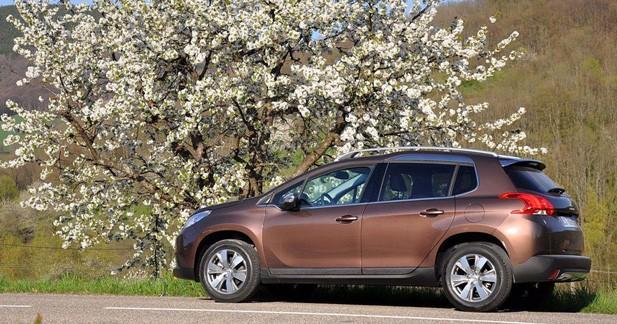 Le 100 000e Peugeot 2008 livré à sa propriétaire