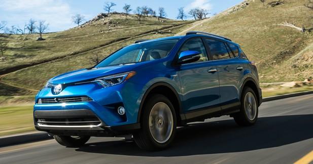 Toyota RAV4 restylé: l'hybride s'invite à bord