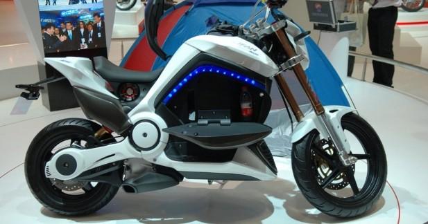 lifan motohouse 125 la moto hybride chinoise. Black Bedroom Furniture Sets. Home Design Ideas
