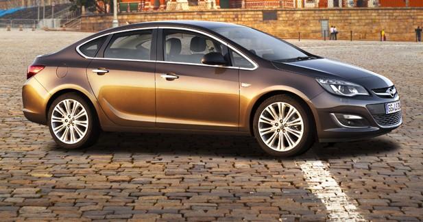 Opel présente l'Astra tri-corps en première mondiale à Moscou