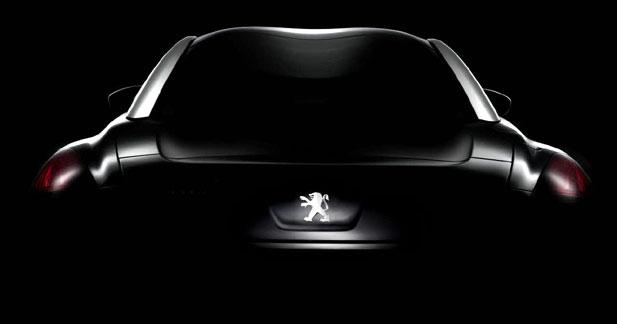 Peugeot RCZ : à demi nu