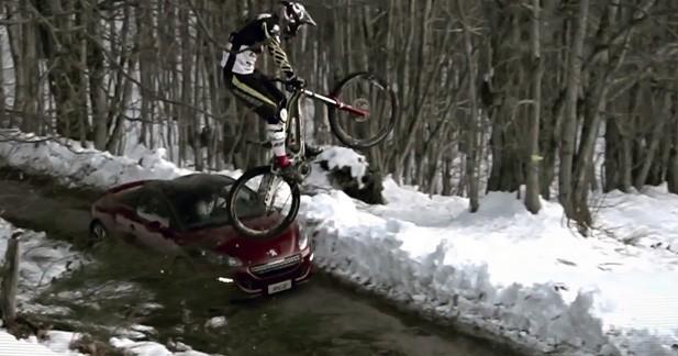 Le Peugeot RCZ défie un VTT de descente en vidéo