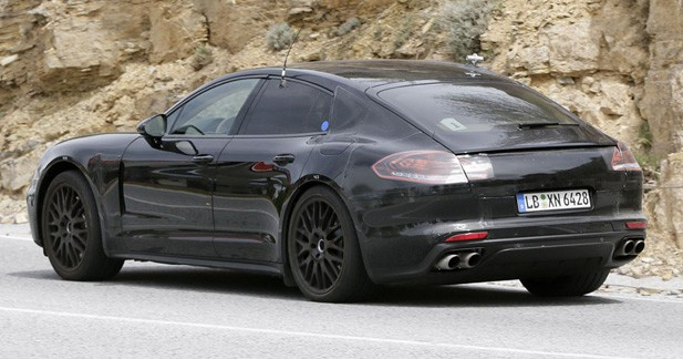 spyshots porsche peaufine l 39 hybridation de la panamera. Black Bedroom Furniture Sets. Home Design Ideas