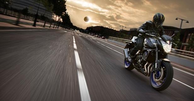 promo : 600 € de moins sur les Yamaha FZ8 2013.