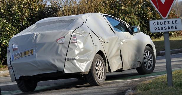 Renault Mégane tricorps : débusquée avant Genève