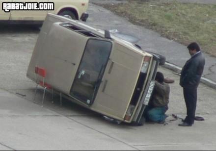 Réparer une voiture : la manière russe...