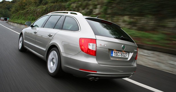essai skoda superb combi 2 0 tdi 170 4x4 break de charge. Black Bedroom Furniture Sets. Home Design Ideas