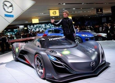Tesla Motors engage le directeur du design Mazda
