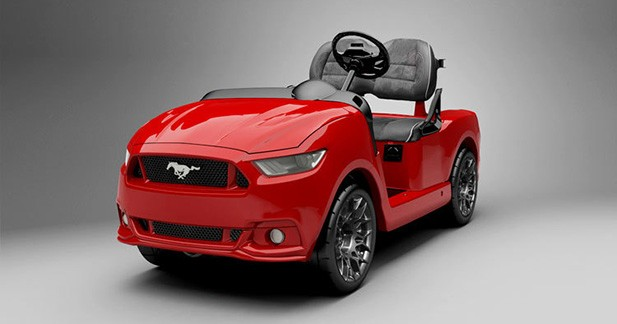 Une voiturette de golf transformée en Ford Mustang