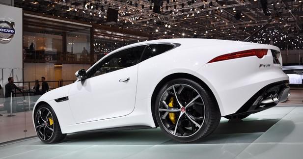La Jaguar F-Type se décline en coupé à Genève (vidéo)