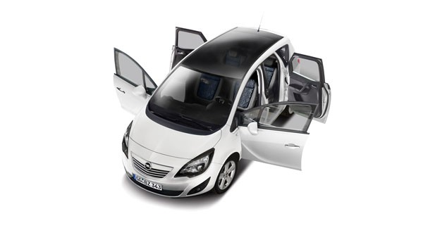 Une série black and white pour l'Opel Meriva