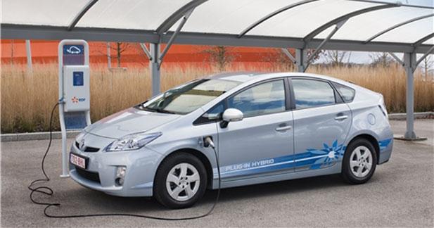 Les automobilistes plus tentés par l'hybride que par l'électrique
