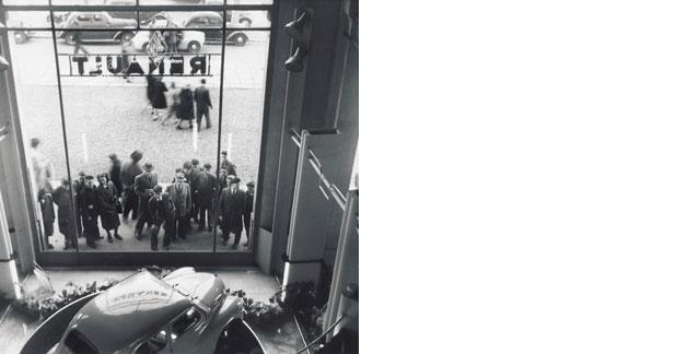 Renault fête un siècle de présence sur les Champs Elysées