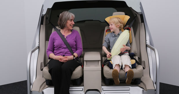 Une ceinture à l'arrière avec airbag intégré sur la Ford Mondeo