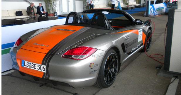 La Porsche Boxster E enlève le haut à Berlin