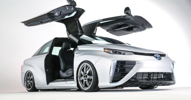 La Toyota Mirai se prend pour une DeLorean au SEMA Show