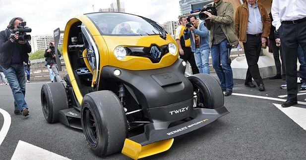 VIDEO - Renault Twizy Renault Sport F1 : Sebastian Vettel teste un KERS sur 4 roues