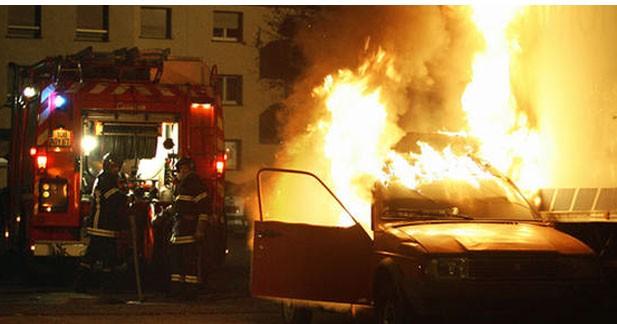 Manuel Valls communiquera le nombre de voitures brûlées pour le Nouvel An