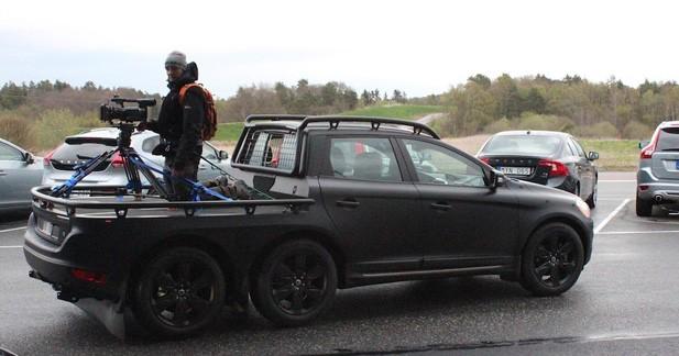 Insolite : une Volvo XC60 à 6 roues à Göteborg