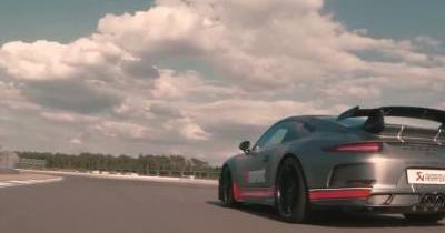 Le son dément d'une Porsche 911 GT3 équipée d'un échappement Akrapovic!