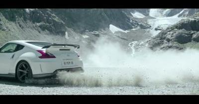 Défi : Nissan 370Z Nismo face au wingsuit