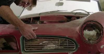 Regardez en détail la restauration de la BMW 507 d'Elvis!