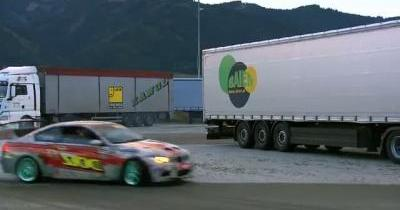 Sébastien Loeb s'essaie au drift. Et allume le feu.