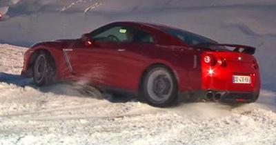 Ça glisse pour la Nissan GT-R à Val Thorens