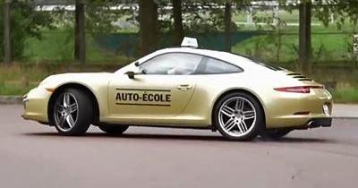 Ils passent leur permis de conduire en Porsche 911!