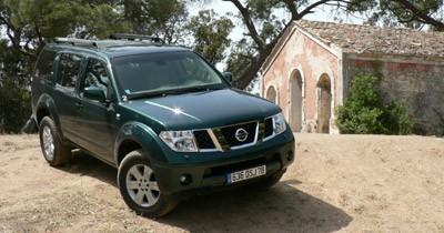 Essai Nissan Pathfinder V6 Plaza : costume sur mesure pour le baroudeur