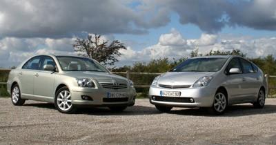 Match Toyota Prius / Avensis : écolo contre aristo